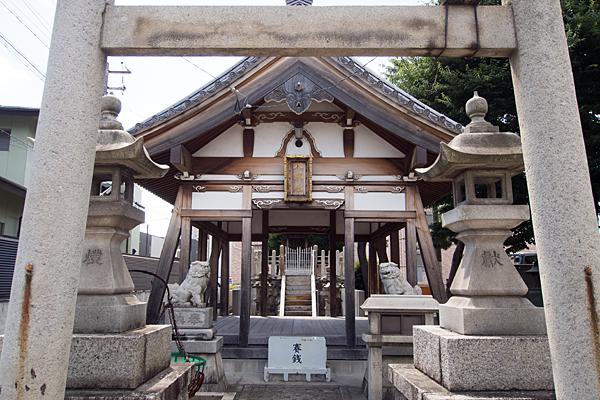 土古町八劔社鳥居から拝殿