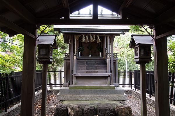 川間町竜神社本社前