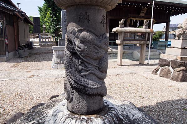 本宮町龍神社龍の彫り物の石灯籠