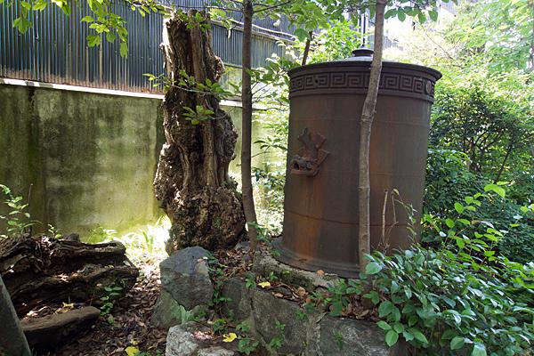 築地神社謎のドラム缶