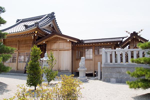 七島神明社社殿横から