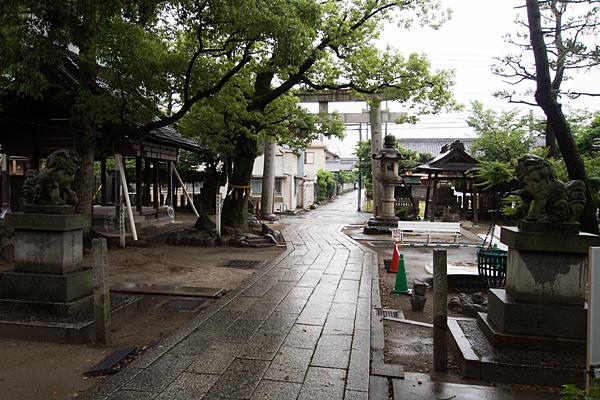 名塚白山社境内の風景