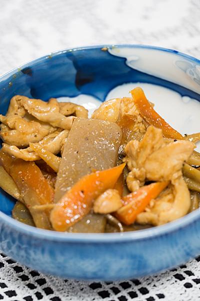 コンニャクとゴボウの炒め物
