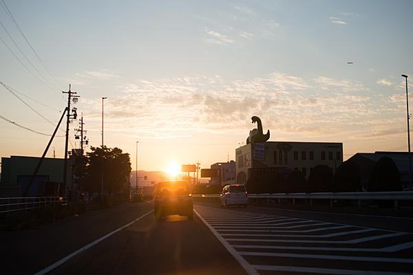 夕日と怪獣