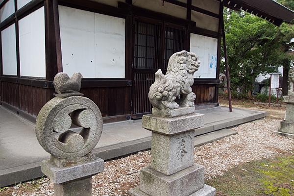 永徳神明社狛犬と拝殿前