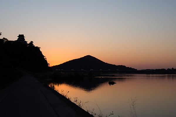 犬山城と伊木山の夕景