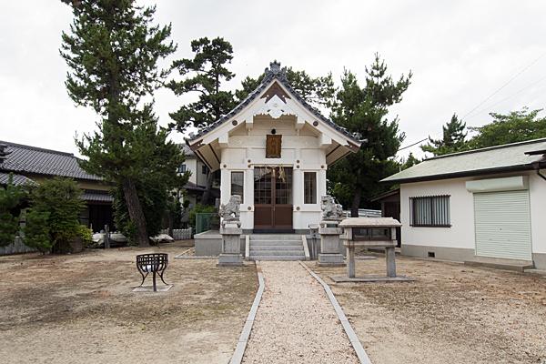 宝神町敷地熱田社拝殿前