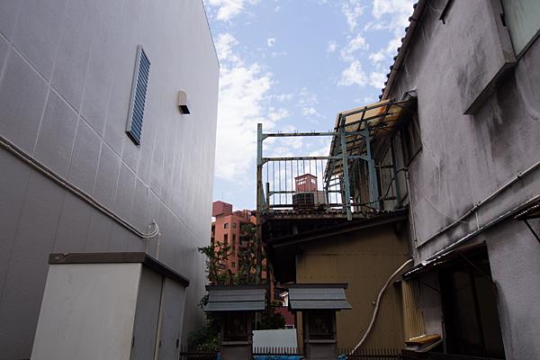 天王社・秋葉社(新尾頭)家のテラスと社