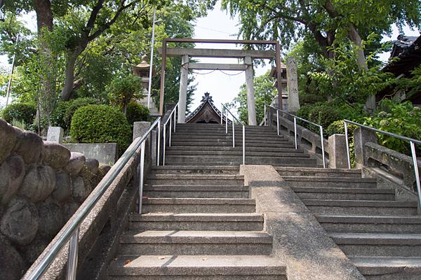 福徳町龍神社階段下