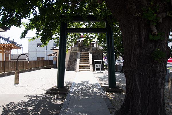 入場神社入り口正面