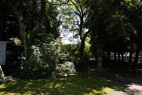 築地神社境内の一角