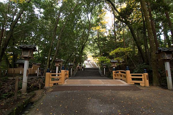 大神神社橋の前