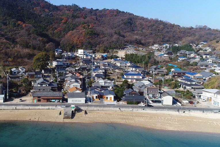 向島・干汐の平屋空撮01blog