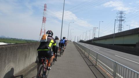 幸魂大橋から彩湖へ向かいます。