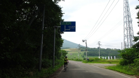 4km程登ったところで、安比高原に向けて右折です。