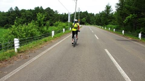 安比高原レインボーライン、ここは割と緩やかなアップダウンで路面を綺麗で良かったです。