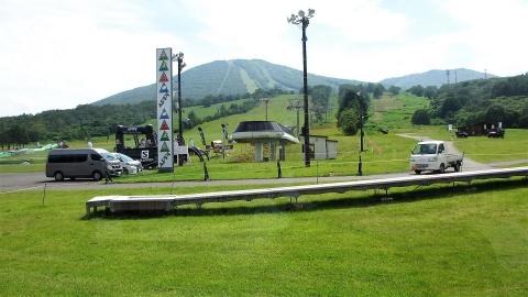 安比高原スキー場に到着。トレイルランの大会が翌日あるようでレクリエーションみたいなのをやっていました。