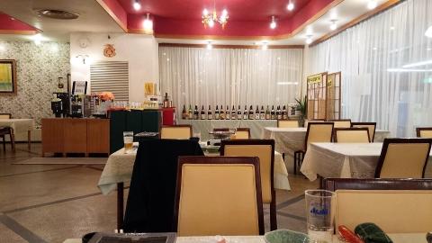 ソフトドリンク、ビール、ワイン、梅酒、日本酒飲み放題、日本酒は20種類以上あるのでびっくり。