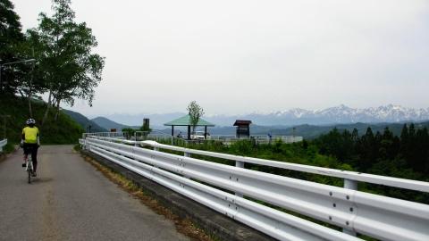 県道36号を4km,300m程下がり、その後平均斜度7%弱を3km程ノロノロ登っていくと、大望峠に到着
