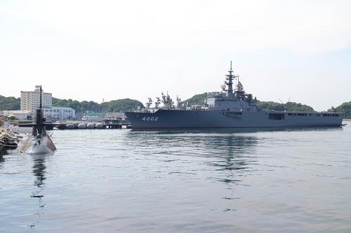 よこすかYYのりものフェスタ 輸送艦しもきた+潜水艦こくりゅう