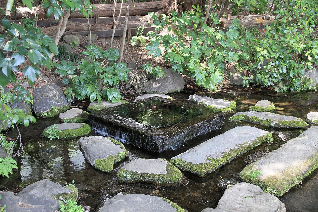 「お茶の水」と呼ばれる湧水口