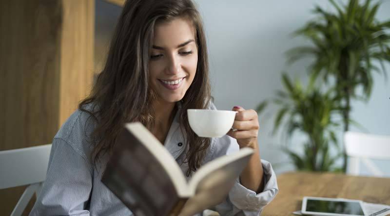 読書 女性 4-31