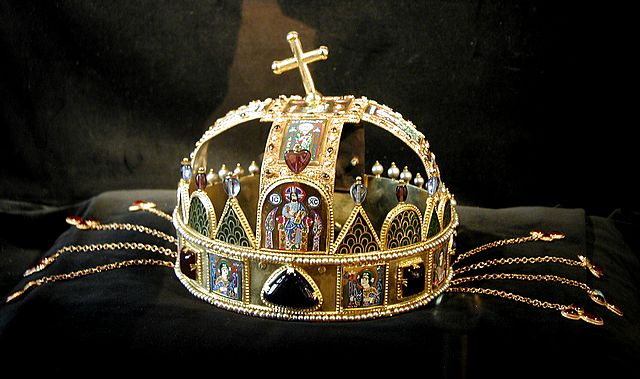 jewels-Budapest-crown.jpg