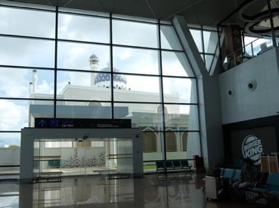 KLブルネイ010ブルネイ空港モスク
