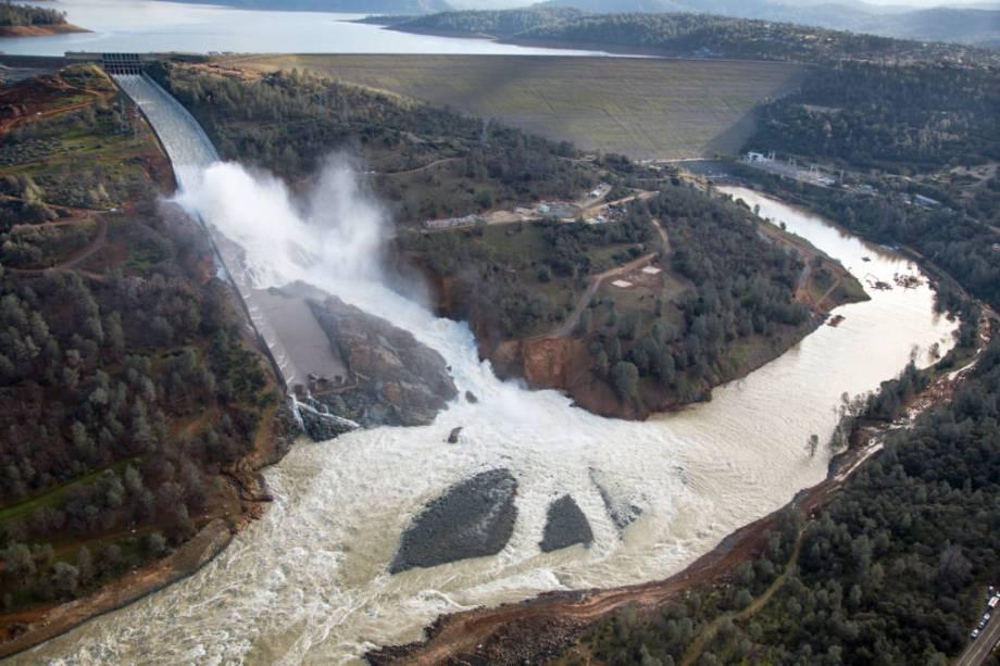 ④【人災らしい】ラオスの韓国のSK建設製ダムが決壊!村沈没!50億トンの水が!