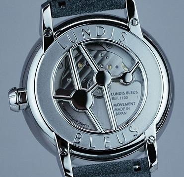 ランディ・ブルーの腕時計「1100-EU」裏面