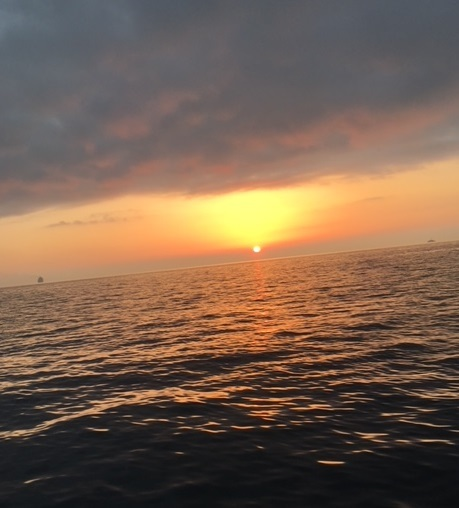 朝日の大阪湾
