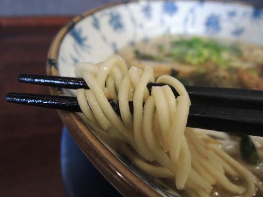 くれ星麺(煮干醤油)の麺