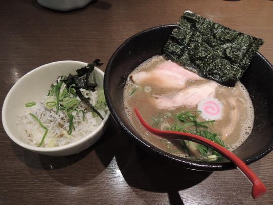 濃厚煮干し中華そば 釜揚げしらす丼set(900円)