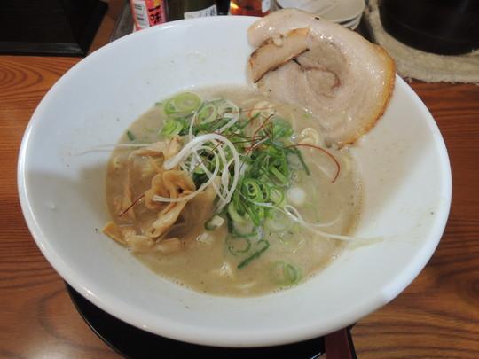 魚介鶏白湯(塩味)(680円)