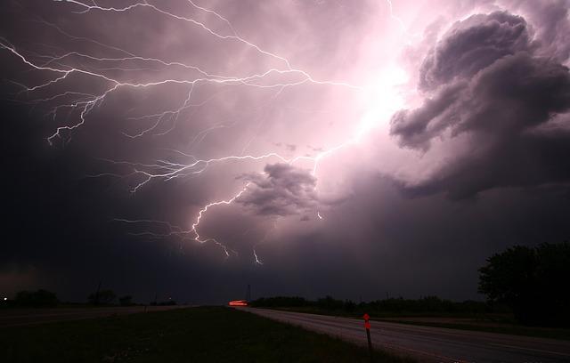 lightning-1056419_640.jpg