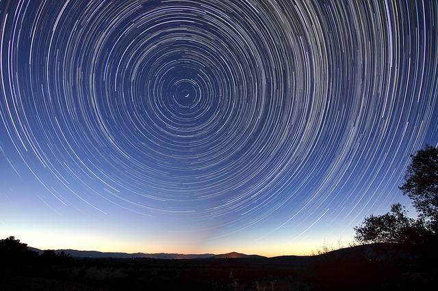 star-trails-828656_640.jpg