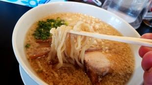 宗次 背脂ラーメン 麺
