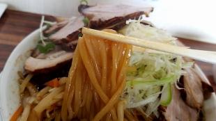 鶏処 肉NIKU野菜醤油ラーメン 麺