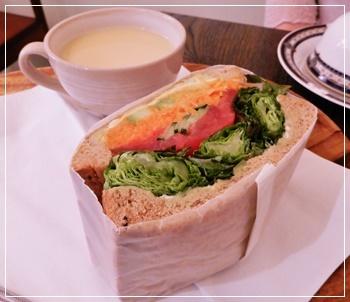 lunchはカフェで
