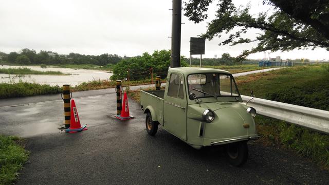 台風が来て小河内ダムが放水してる日野用水取水堰とミゼット