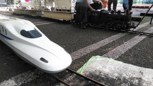機関車と新幹線