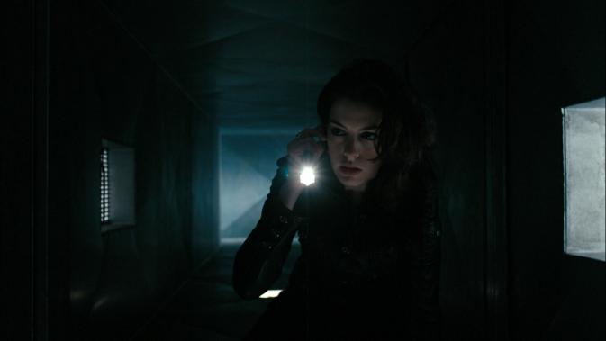 gs-Anne Hathaway in duct