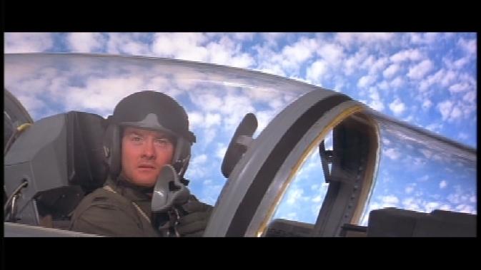 aptswsm-David Koechner as co-pilot