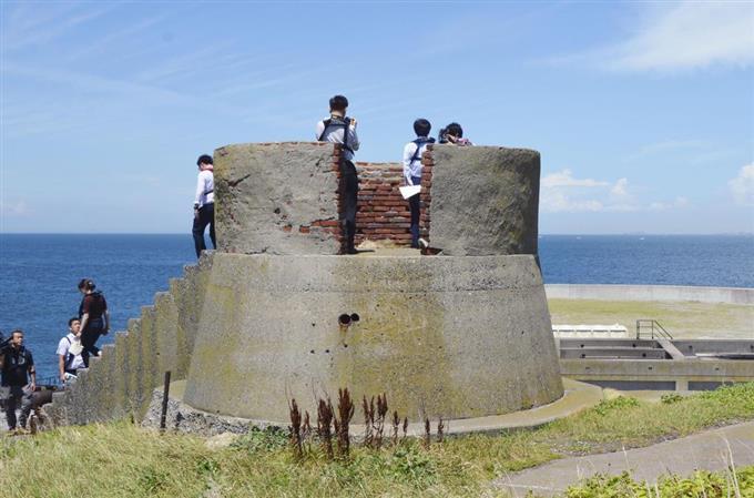 sty1807100013-f2_東京湾に浮かぶ要塞「第二海堡」=10日午後、千葉県富津市