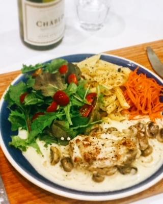 鶏肉とマッシュルームのフリカッセ