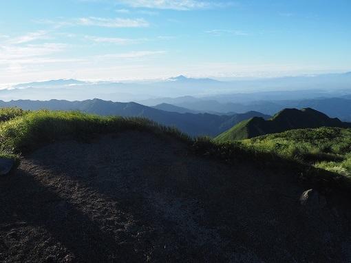大日岳山頂から磐梯山と吾妻山