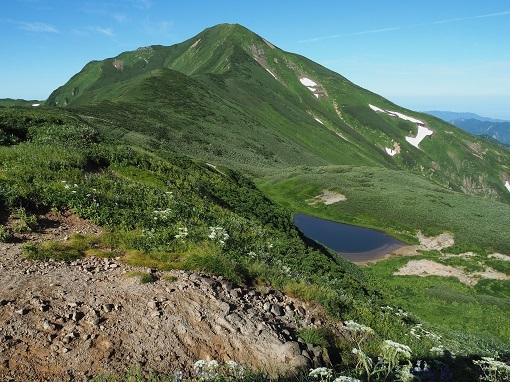 文平の池から大日岳を振り返る