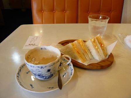 カフェドオレンジ:モーニング;ミルクコーヒー、サンドイッチ1