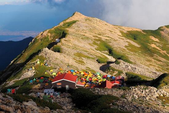 小屋とテント