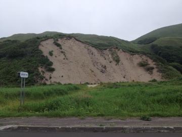 避難場所が地滑り跡
